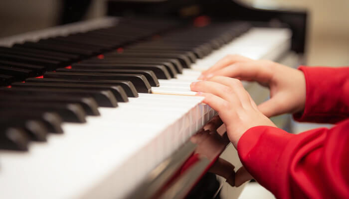ヤマハ音楽教室とカワイ音楽教室の体験レッスンを比較